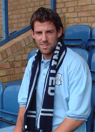 Drewe signs for Southend...Photo courtesy of Southend website